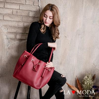 La Moda 出國旅遊必備超大容量多種揹法肩背斜背水桶包(紅)
