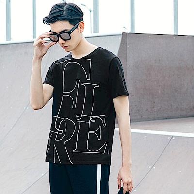 質感金屬線字母框設計圓領短袖上衣.2色-OB大尺碼