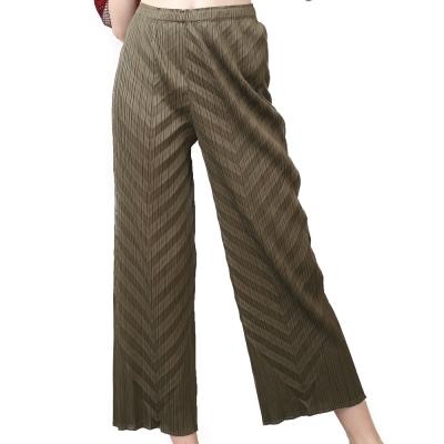 軍綠色舒適直筒壓摺長褲-玩美衣櫃