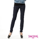 SOMETHING NEO FIT基本印花窄直筒牛仔褲-女-原藍色