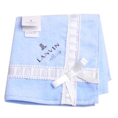 LANVIN en bleu 優雅造型緞帶蝴蝶結品牌LOGO刺繡小方巾(水藍系)