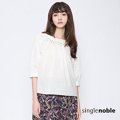 獨身貴族 鄰家女子配色珠飾設計上衣(3色)