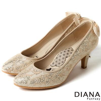DIANA 漫步雲端LADY款--知性後跟蝴蝶結跟鞋-蕾絲米
