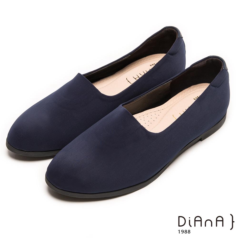 DIANA 自然風味--流行百搭素面尖頭彈性平底鞋-藍