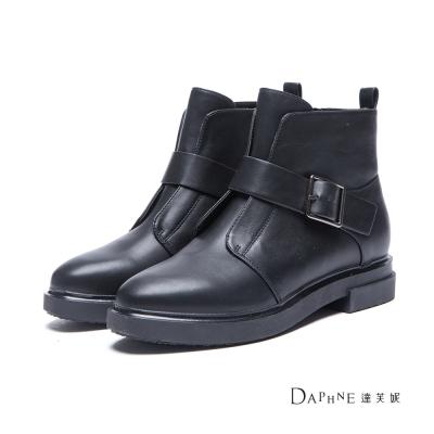 達芙妮x高圓圓-圓漾系列-短靴-摩登結構扣帶平底短靴-黑8H
