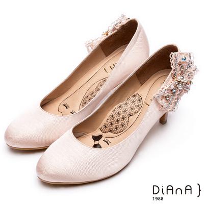 DIANA 漫步雲端瞇眼美人款--側蕾絲蝴蝶結氣質典雅跟鞋 –粉