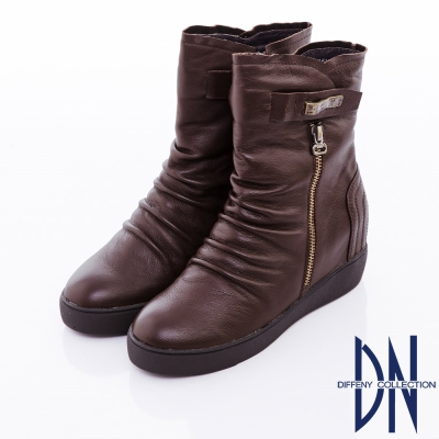 DN-率性復古-舒適牛皮銅釦點綴內增高短筒靴-深咖啡