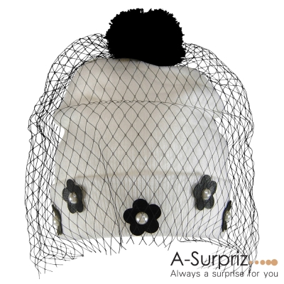 A-Surpriz 蕾絲紗網花朵反摺毛球帽(優雅白)