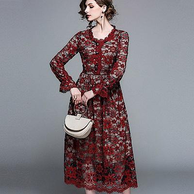 a la mode 艾拉摩兒 紅花蕾絲透膚圓領收腰中長裙洋裝(M-2XL)