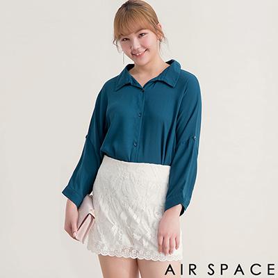 AIR SPACE PLUS 中大尺碼 露背金屬環七分袖寬鬆襯衫(藍)