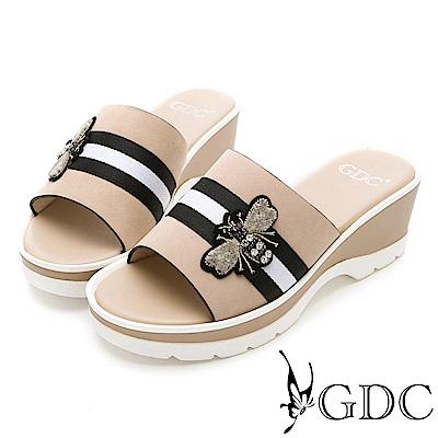 GDC-牛皮經典蜜蜂扣飾楔型拖鞋-米色