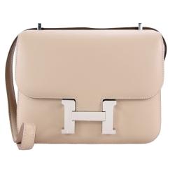 HERMES Constance 光滑質感Swift皮革斜背包(18CM/銀釦/奶茶1F)