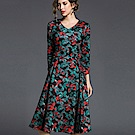 ABELLA 艾貝拉 藍紅葉圖騰V領七分袖金屬圈洋裝(M-2XL)