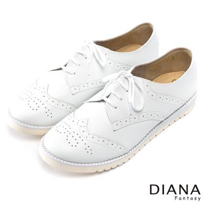 DIANA-輕-愛的-經典流線沖孔綁帶輕量牛津鞋