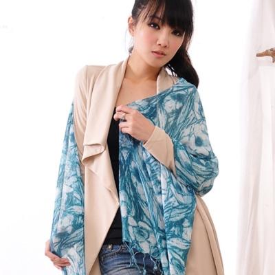 Aimee Toff 藝術夢幻質感染印圍巾(藏青)