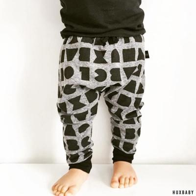 Huxbaby 澳洲 灰黑字母有機棉抽繩縮口長褲