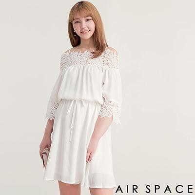 AIR SPACE PLUS 中大尺碼 細肩縮腰緹花蕾絲傘襬洋裝(白)
