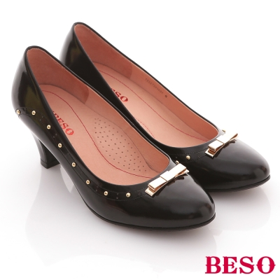 BESO純真年代-鏡面羊皮金屬鉚釘氣質中跟鞋-黑