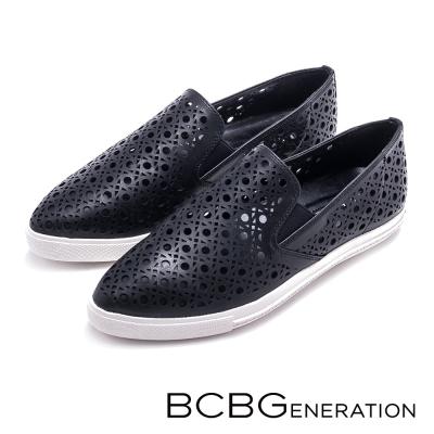 BCBGeneration-英倫雅痞-簍空刻紋尖頭懶人鞋-黑色