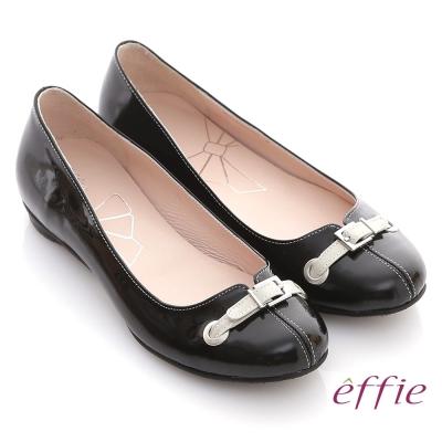 effie 俏甜女伶 鏡面羊皮立體穿帶平底鞋 黑
