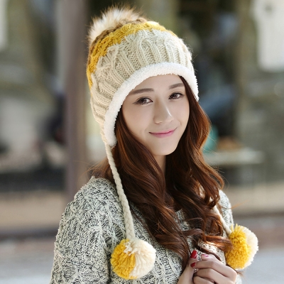 幸福揚邑 雙吊球造型雙層保暖護耳小顏拚色毛球針織毛線帽-黃