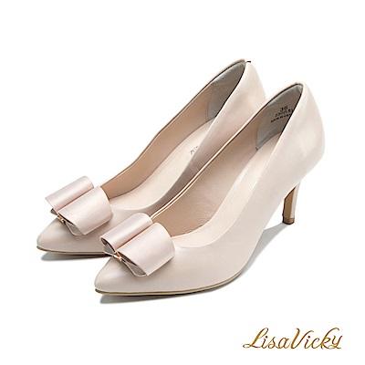 LisaVicky時尚優雅緞面蝴蝶釦飾高跟鞋-粉膚色