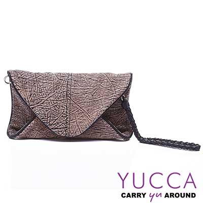 YUCCA - 牛皮新潮紋路手拿斜背包-淺咖啡D0120077