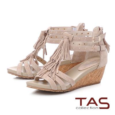 TAS流蘇鉚釘牛麂皮楔型涼鞋-淡雅米