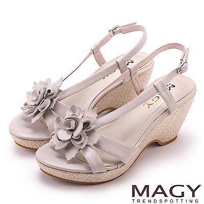 MAGY 夏日甜心 盛開花朵真皮編織楔型涼鞋-米色