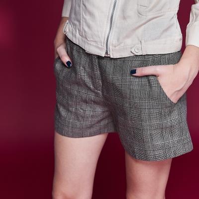 Chaber巧帛 英式格紋簡約百搭挺版雙口袋造型短褲-咖