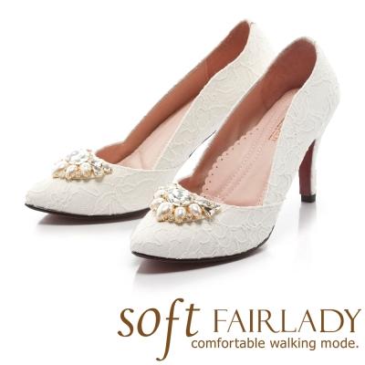 Fair Lady Soft芯太軟 立體鑽飾點綴典雅尖頭高跟鞋 蕾絲白