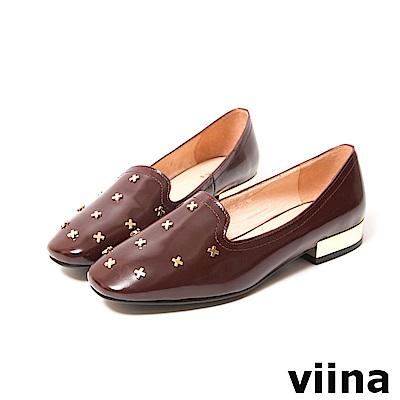 viina-都會系列-率性鉚釘真皮平底鞋-優雅酒紅