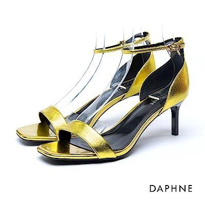 達芙妮DAPHNE 涼鞋-一字亮澤方楦繞踝中跟涼鞋-黃