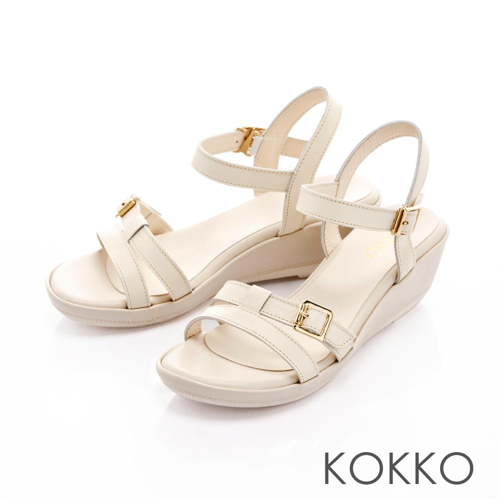 KOKKO-率性扣帶線條楔型休閒踝帶涼鞋-米