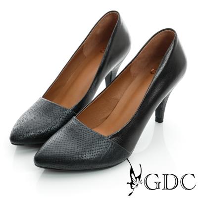 GDC都會-蛇紋拼接尖頭真皮中跟鞋-黑色