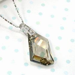 伊飾晶漾iSCrystal 銀檳菱型點鑽項鍊