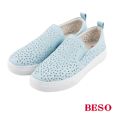 BESO 潮流同步 全真皮雕花沖孔鬆緊帶休閒鞋~藍