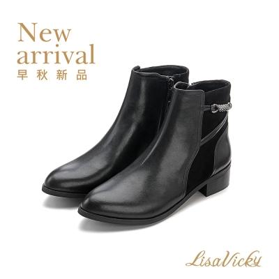 LisaVicky 特殊扭結飾釦時尚低調短靴-黑色