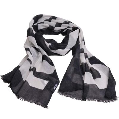 MOSCHINO 品牌字母大圖騰LOGO高質感薄羊毛披肩圍巾(黑色/白字)
