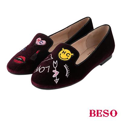 BESO街頭塗鴉 不對稱電繡樂福平底鞋~酒紅