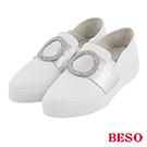 BESO  率性俐落 圓形白鑽飾釦軟皮休閒鞋~白