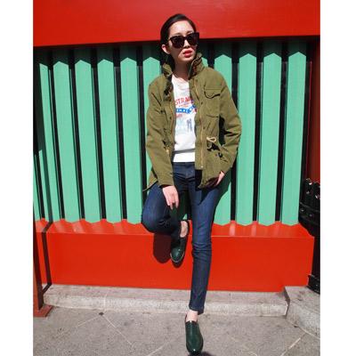 Levis-女款橄欖綠抽繩腰身連帽外套