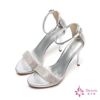 達芙妮DAPHNE-仲夏星空水鑽一字帶金屬飾片高跟涼鞋-璀璨銀