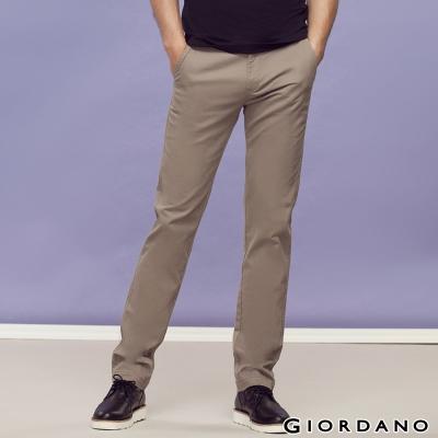 GIORDANO-男裝中腰標準窄管休閒褲-83核桃