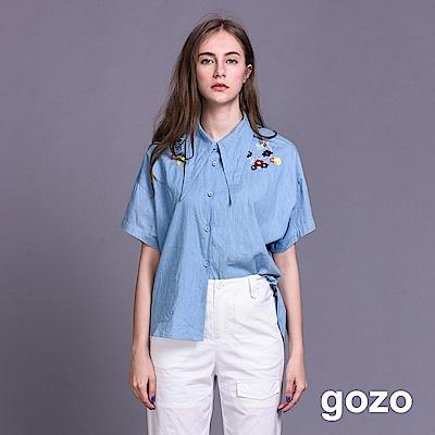 gozo 設計尖領花朵刺繡落肩丹寧襯衫(二色)