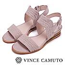 Vince Camuto 麂皮編織金屬扣中跟涼鞋-粉色