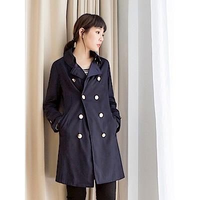 滑順質感排釦造型翻領/立領風衣外套-OB大尺碼