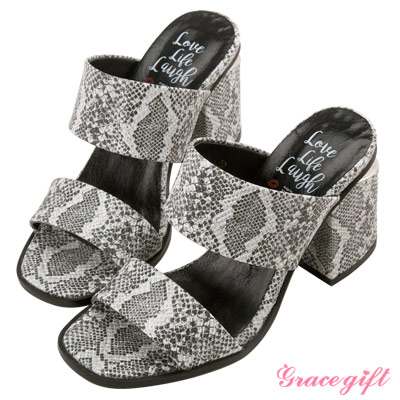 Grace gift X Kerina妞妞-雙寬帶金屬片粗跟涼鞋 蛇紋