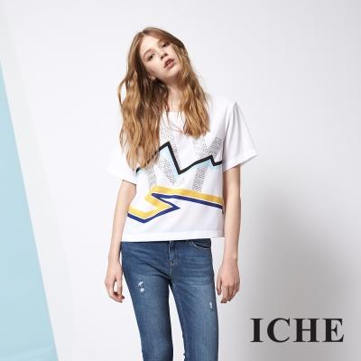 ICHE 衣哲 字母線條印花釘飾造型T恤上衣