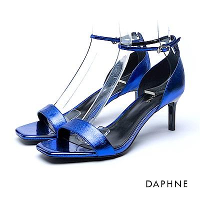 達芙妮DAPHNE 涼鞋-一字亮澤方楦繞踝中跟涼鞋-藍